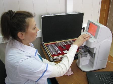 Диоптриметр эталонный автоматический типа SLM-400Э, предназначенный для поверки наборов пробных очковых линз и призм.JPG