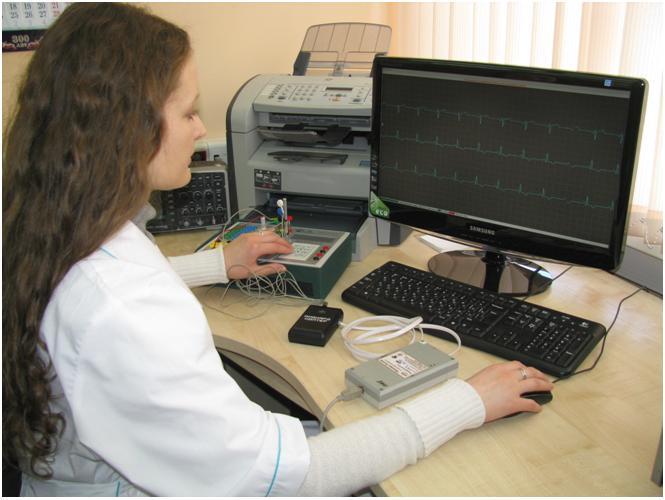 Рабочее место по поверке систем длительного мониторирования ЭКГ.JPG