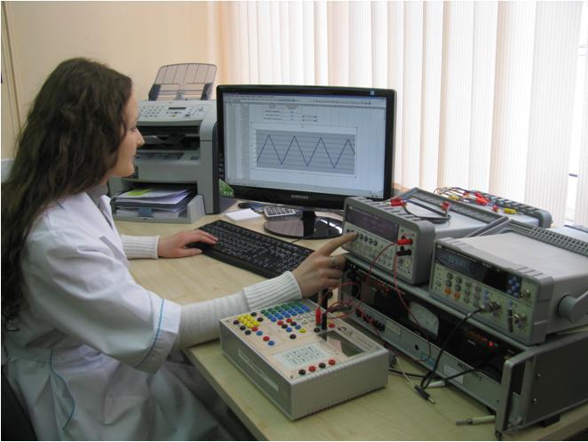 Рабочее место по поверке генераторов функциональных «Диатест-4».JPG
