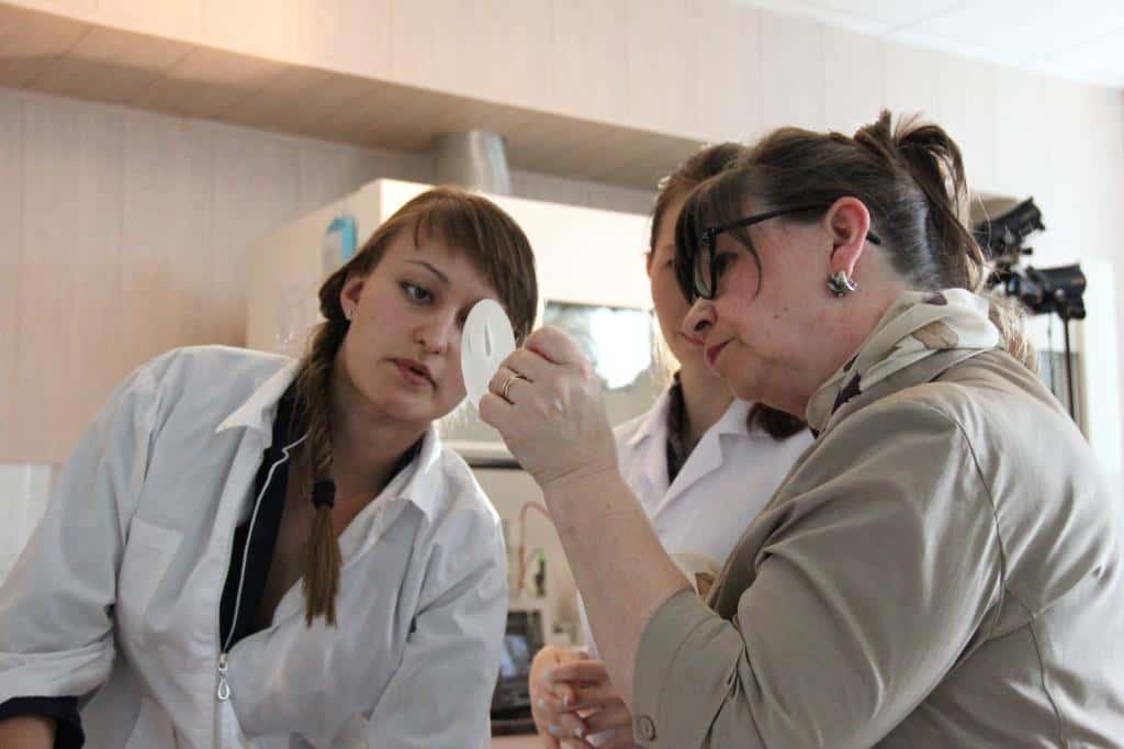 IMG_72Сравнительные испытания образца косметической продукции с ее пробником65.JPG