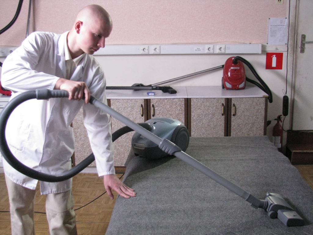 Испытания пылесоса на нитесборочную способность