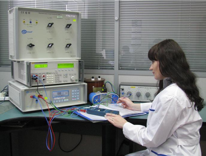 Рабочее место для поверки измерителей параметров электробезопасности электроустановок, измерителей параметров цепей «фаза-нуль» и «фаза-фаза» электросетей и сопротивлений до 5 ТОм