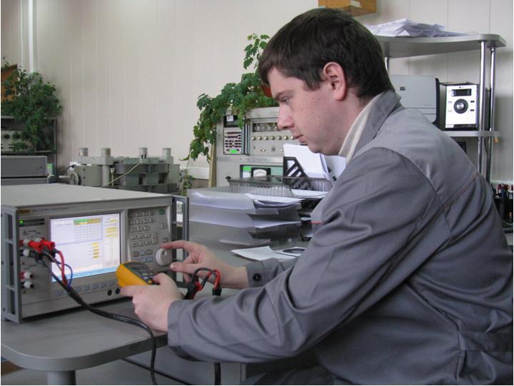 Калибратор электрической мощности Fluke 6100А.JPG